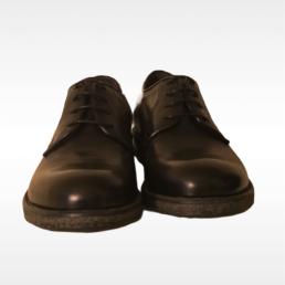 scarpa nera allacciata